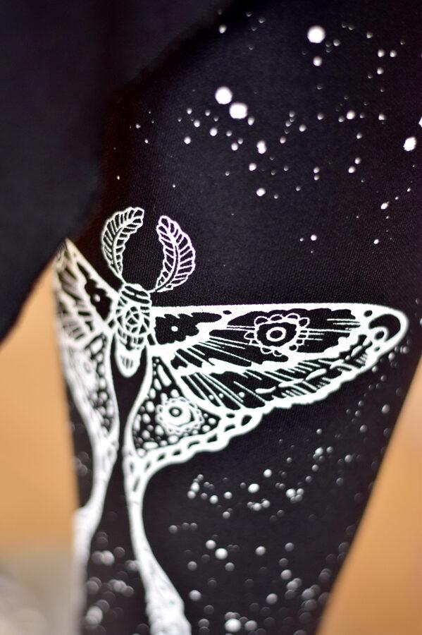 Legingi NAKTSTAURIŅŠ (Comet Moth)